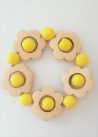 Kukkais-rannekoru, keltainen