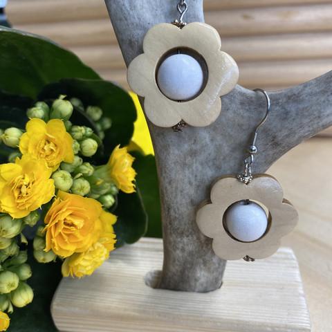 Kukkais-korvakorut, valkoinen