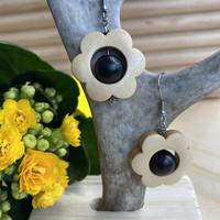 Kukkais-korvakorut, musta