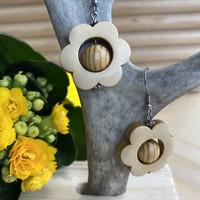 Kukkais-korvakorut, puu