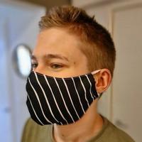 Maski numero 22 musta