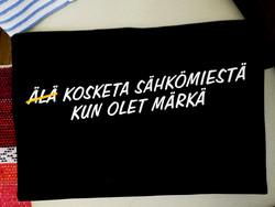 ÄLÄ KOSKETA SÄHKÖMIESTÄ -paita