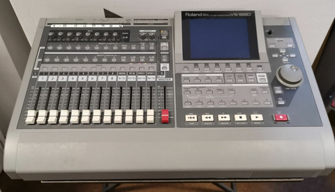 Roland VS-1680  24-bit Digital Workstation (käy)