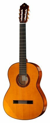 Yamaha CG142S  Nylonsträngad gitarr 4/4-storlek
