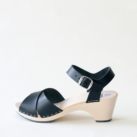 Wooden sandal Laura, salty liquorice (vegetable-tanned)
