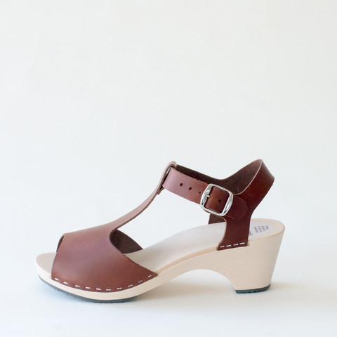 Wooden sandal Sofia, syrup (vegetable-tanned)