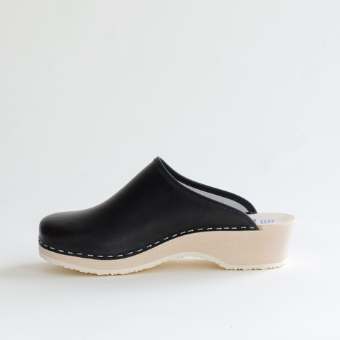 Clogs, black