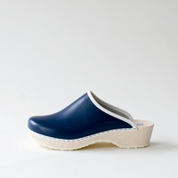 Traditional clog, navy blue