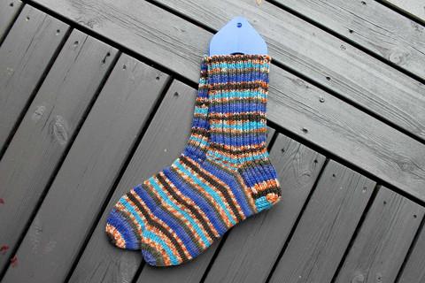 Sini-oranssi-kirjavat sukat 38-39, värikoodi 136