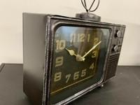 Pöytäkello - TV
