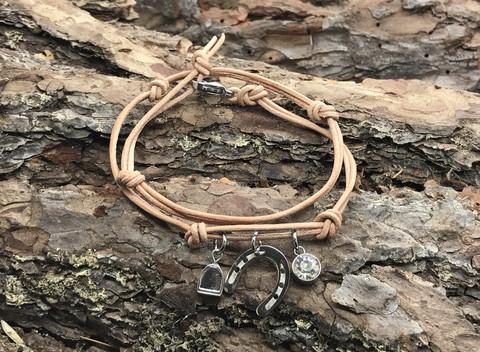Menden horseshoe -bracelet