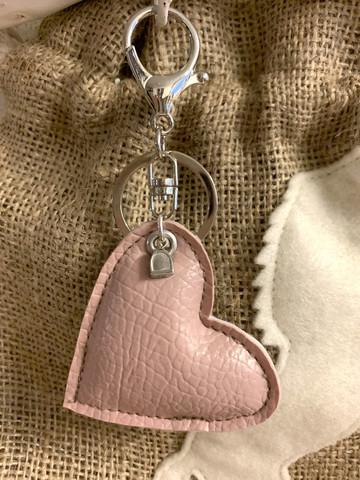 Love -avaimenperä, vaaleanpunainen
