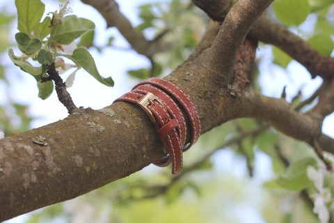 Leather bracelet with a buckle, brown