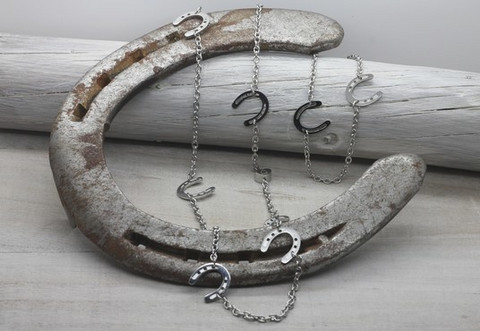 Onni - horseshoe necklace 86cm