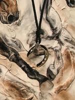Onni - Talli/stable -hevosenkenkä kaulakoru musta
