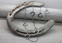 Onni - horseshoe necklace 86cm