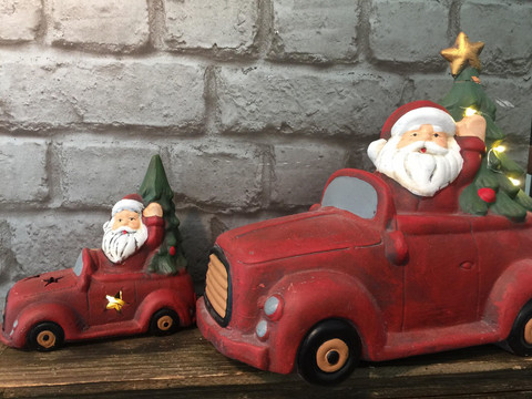 Joulupukki autolla led-valolla, koko S