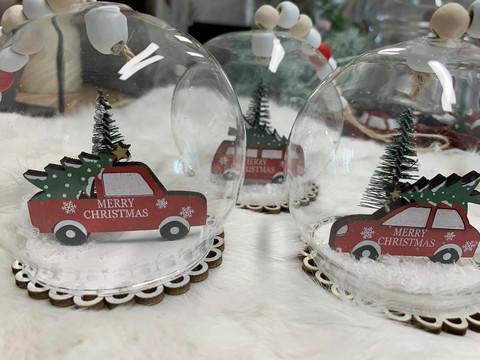 Lasipallo jouluautolla