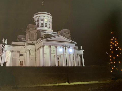 Pikku led-taulu Helsinki Tuomikirkko
