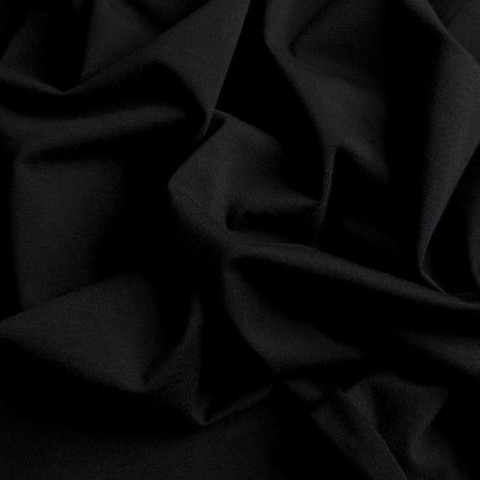 Musta, trikoo