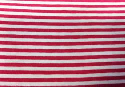 Pinkki-valkoinen kapearaitainen trikoo