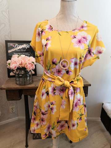 Keltainen Kirsikankukka holkkihihatunika
