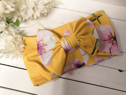 Keltainen Kirsikankukka rusettipanta