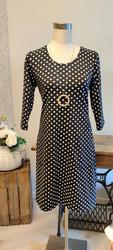 Musta-valko palloinen mekko