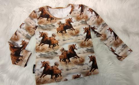 Laukkaavat hepat paita