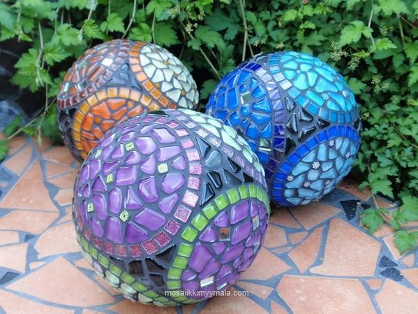 Beautiful mosaic balls in the garden.