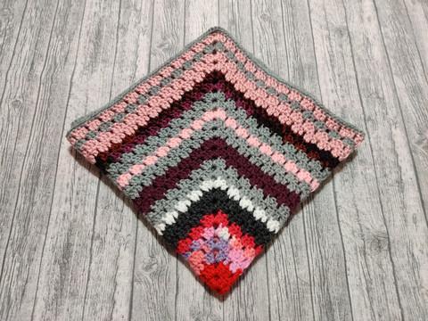 Neulepeitto vaaleanpuna-harmaa 50x50 cm