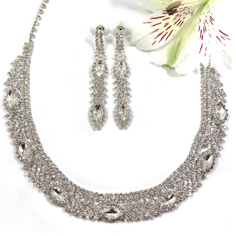 Korusetti, Strassikaulakoru ja korvakorut/Round Strass Necklace with Earrings