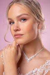 Strassikorvakorut,  Delicate Pearl Earrings