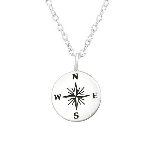 Hopeinen kaulakoru, Compass