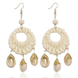 Rottinkorvakorut, White Rattan Earrings with Seashells