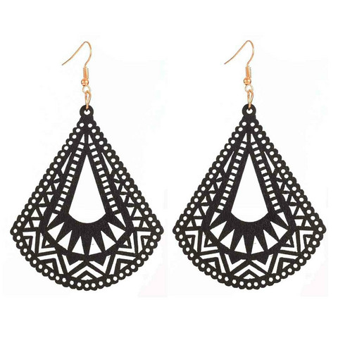 Puiset korvakorut, Black Triangles with Lace Decoration