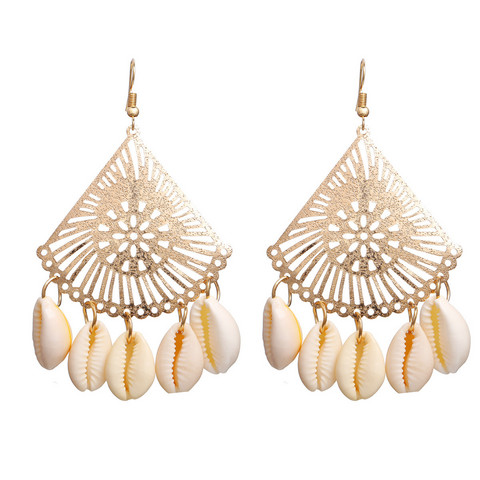 Korvakorut, PAPARAZZI|Gold and Lace Seashell Earrings
