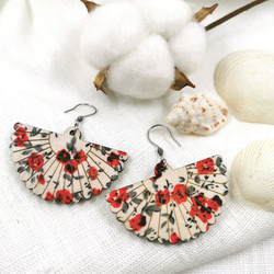 Puiset korvakorut, Fan Shaped Earrings with Red Roses