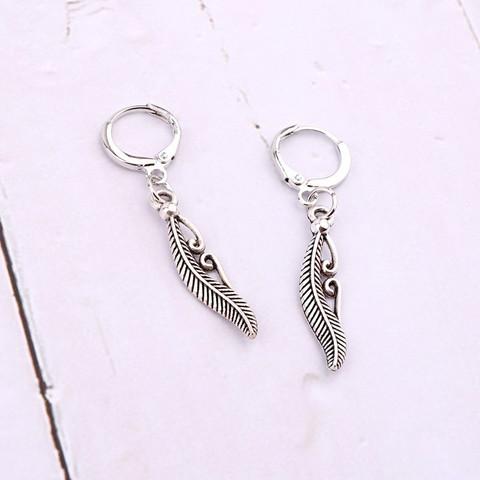 Korvakorut, PAPARAZZI|Silver Feather Huggie Hoops