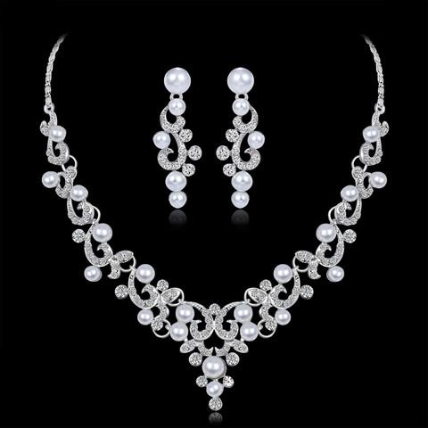 Juhlakorusetti ROMANCE Romantic Pearl Necklace and Earrings in Silver