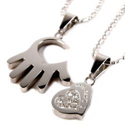 Best Friends/Rakkauskoru, Heart in Hand-kirurginteräsriipus