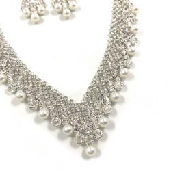 Korusetti, Strassikaulakoru ja korvakorut/Elegant Necklace with Pearls (helmi)