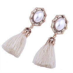 Korvakorut, Tassels in Natural White with Pearl Decoration