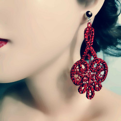 Korvakorut, Chandelier Lace Earrings in Red