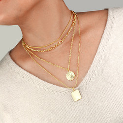 Kerroskaulakoru, FRENCH RIVIERA|Saint Layer Necklace in Gold