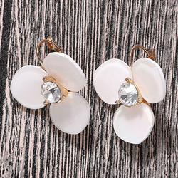 Korvakorut, FRENCH RIVIERA|White Pearly Flower Earrings