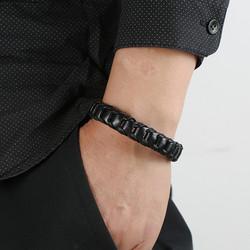 Keinonahkainen rannekoru, Stylish Black Faux Leather Bracelet