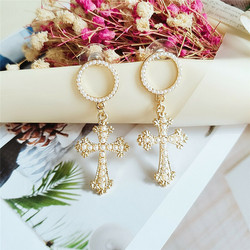 Korvakorut, PAPARAZZITrendy Madonna Cross Earrings -ristikorvakorut