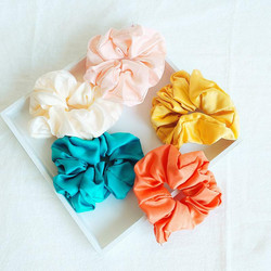 Donitsi/Scrunchie|SUGAR SUGAR, Medium Satin Scrunchie -satiinidonitsi
