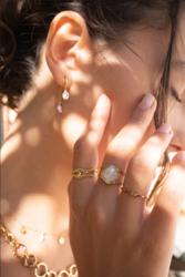 Sormus, BOHM PARIS|Bague Léa dorée avec beige crystal